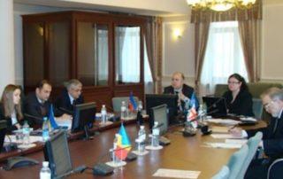 16 декабря 2010 года в Секретариате ГУАМ в Киеве состоялось 3-е заседание Рабочей группы по информационным технологиям (РГИТ), в котором приняли участие представители профильных министерств и ведомств государств-членов ГУАМ, Постоянный представитель Грузии при ГУАМ г-н М.Антадзе, Координатор программ Секретариата ГУАМ г-н С.Темиров. РГИТ, в частности, приняла решения проводить систематический обмен информацией по усовершенствованию законодательства, статистическими данными, макропоказателями и реализуемыми проектами в сфере информационных технологий, предоставить предложения по созданию проекта Стратегии формирования единого информационного пространства государств-членов ГУАМ, провести совместное заседание Рабочих групп по культуре, науке и образованию и по информационным технологиям на тему развития дистанционного образования в государствах-членах ГУАМ, активизировать координацию действий по согласованию позиций между государствами-членами ГУАМ во время участия а международных отраслевых мероприятиях, а также предоставить информацию об имеющемся потенциале в области подготовки кадров и специалистов в сфере информационных технологий. РГИТ договорилась провести следующее заседание Рабочей группы в первой половине 2011 года. Место и дата очередного заседания будут определены дополнительно по дипломатическим каналам.