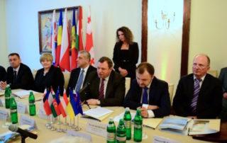 Представитель Секретариата ГУАМ принял участие в работе круглого стола Европа Карпат. Украинский аспект.jpg