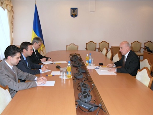 Meeting between GUAM Secretary General Chechelashvili and Head of Committee of Verkhovna Rada of Ukraine on foreign issues Kaluzhny